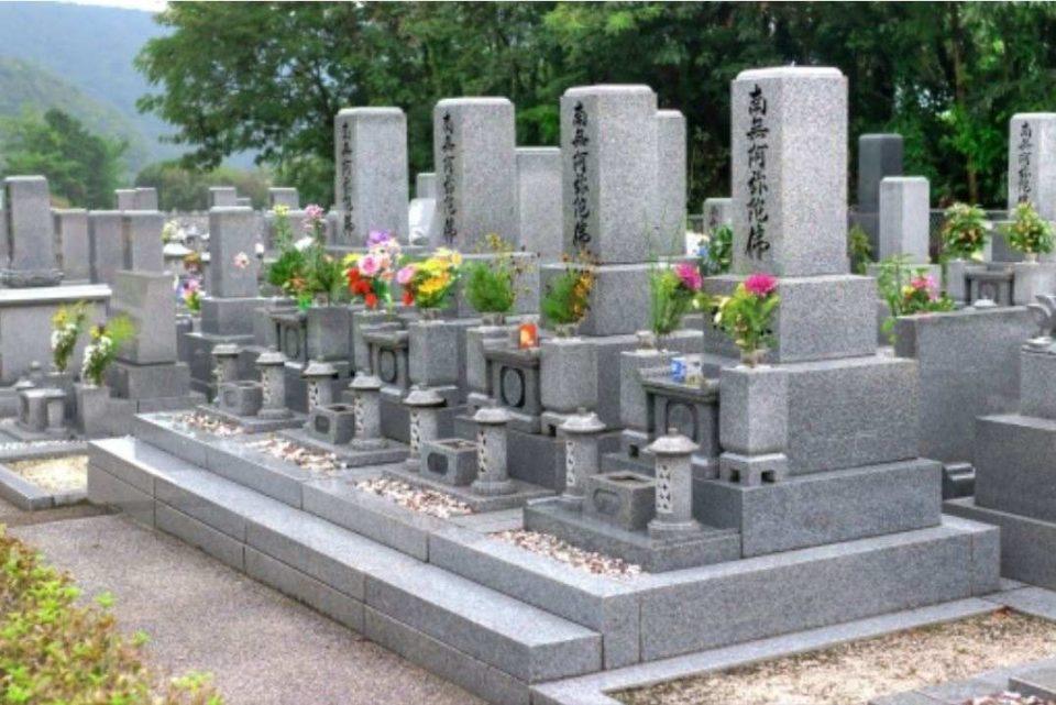 お墓の値段はいくら?目安の平均購入費と決める際の4つのポイント