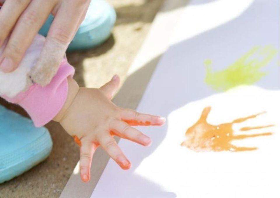 手形足型アートで記念写真!赤ちゃんの「今しか残せない」思い出作り