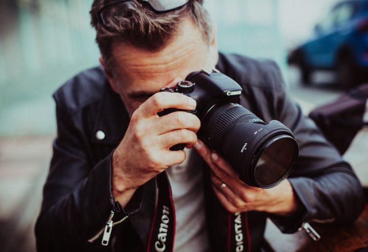 【2020年最新】カメラマンの相場|シーン別まとめ