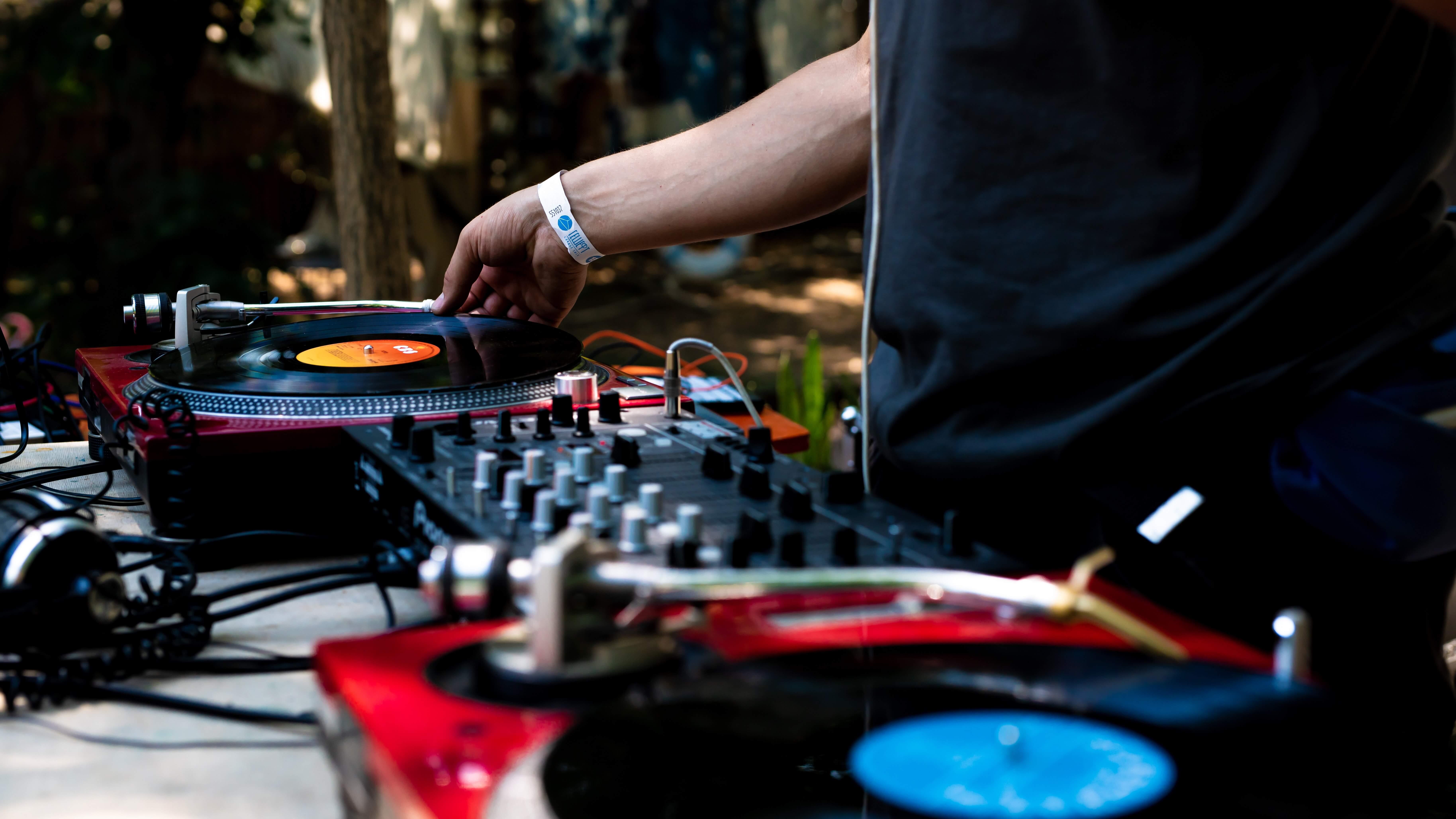 DJの画像